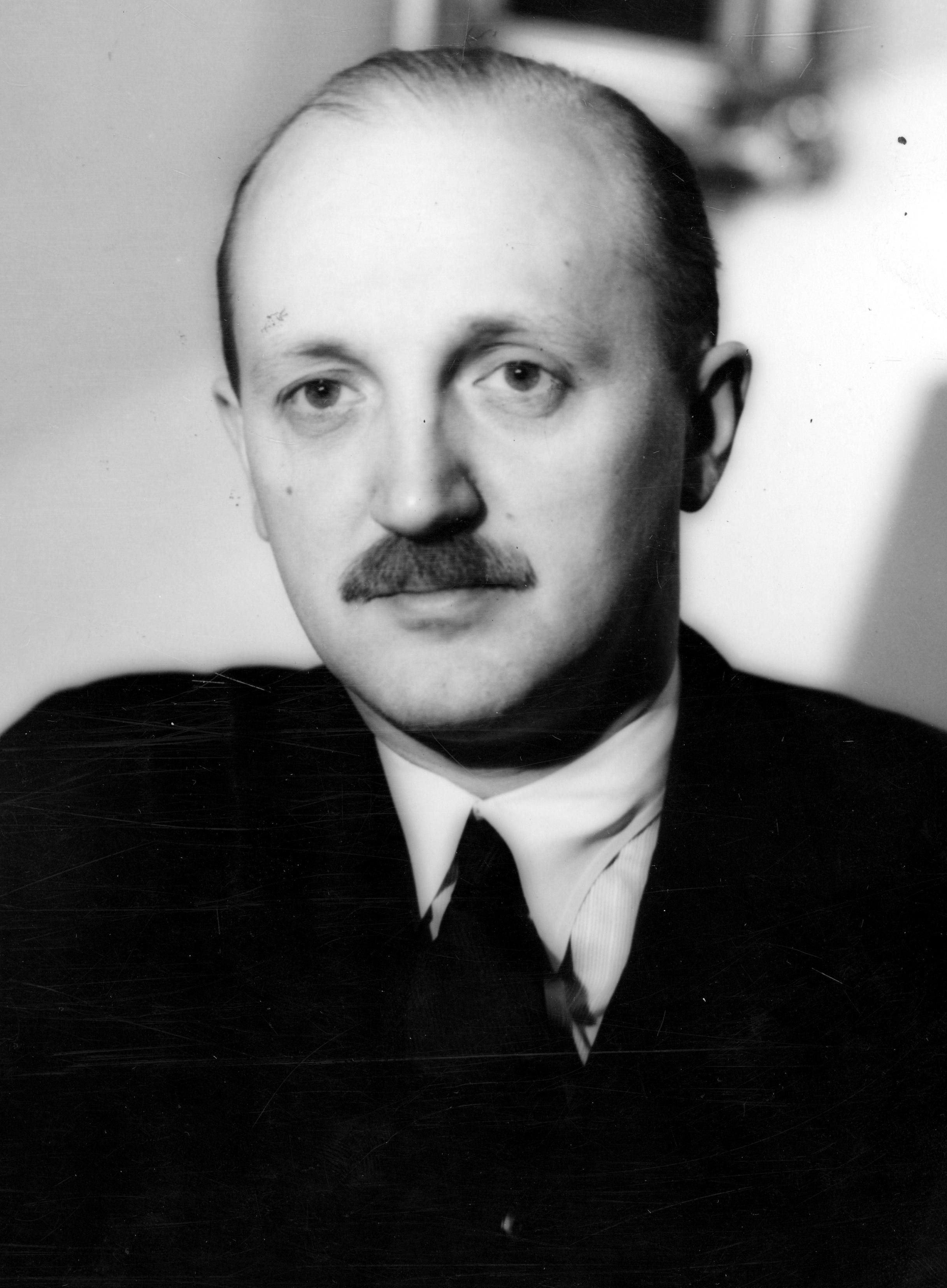 Kolejną ofiar uroku brytyjskiej agentki został dyrektor gabinetu Becka Michał Łubieński.