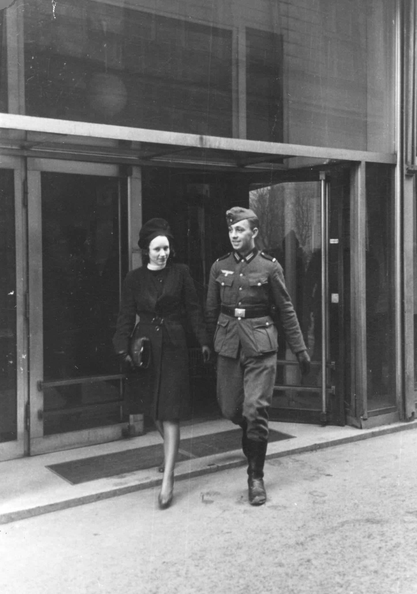 """Stałe, ale oczywiście nieformalne związki Niemców z Polkami czy Rosjankami były tak częste, że wśród urzędników Głównego Urzędu Bezpieczeństwa Rzeszy dorobiły się nawet specjalnego określenia """"Ostehe"""", czyli """"wschodnie małżeństwo""""."""