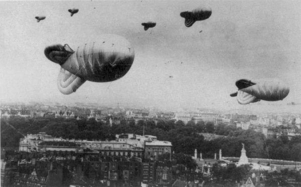 Zapora balonowa nad Londynem w czasie II wojny światowej.