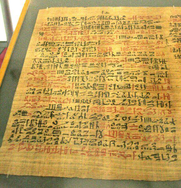 Staroegipskie papirusy medyczne przynoszą szereg informacji z zakresu chorób trawiących starożytnych. Jeden z nich, tzw. papirus Ebersa z 1550 r. p.n.e. zawiera skrupulatne opisy schorzeń przewodu pokarmowego i odbytnicy.