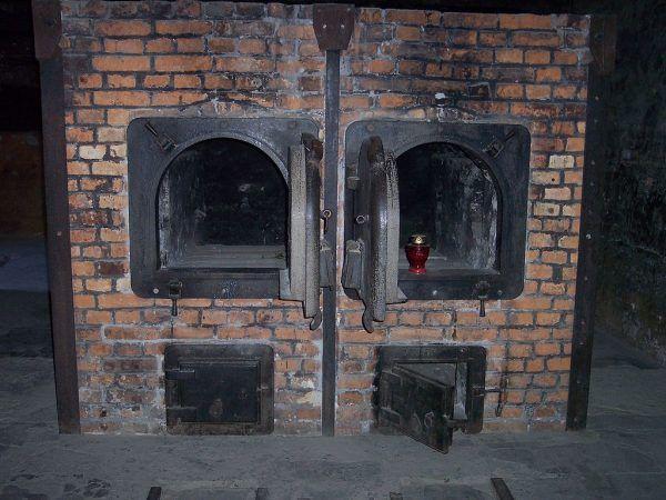 Piec krematoryjny z obozu w Auschwitz. To właśnie między innymi przy ich obsłudze pracowali członkowie Sonderkommando.