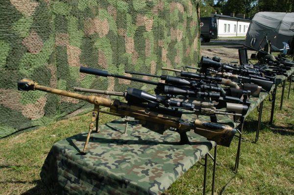 Na takim sprzęcie strzelanie ćwiczą żołnierze GROM-u. Zdjęcie z obchodów 16 rocznicy powstania formacji.