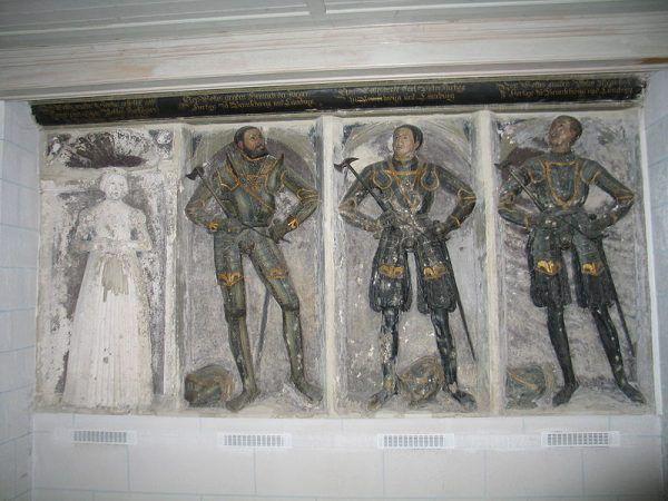 Grób księcia Henryka, jego małżonki Zofii oraz dwóch synów w kościele Błogosławionej Marii Dziewicy w Wolfenbüttel. Upokarzana przez męża księżna została pochowana u jego boku...