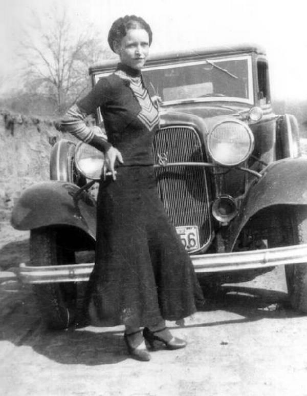 Bonnie Elizabeth Parker, urodzona 1 października 1910 roku, zmarła 24 maja 1934 roku. Członkini gangu Barrowa i partnerka życiowa Clyde'a.