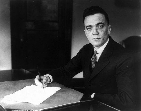 Od 1924 J. Edgar Hoover był dyrektorem FBI i tym samym postrachem amerykańskich gangsterów. Nawet jednak on był bezsilny, gdy brakowało namacalnych dowodów pozwalających skazać Margaret za współudział w zabójstwach. Zamiast morderczyni zyskała przez to łatkę kobiety fatalnej, z którą związek oznaczał rychłą śmierć.