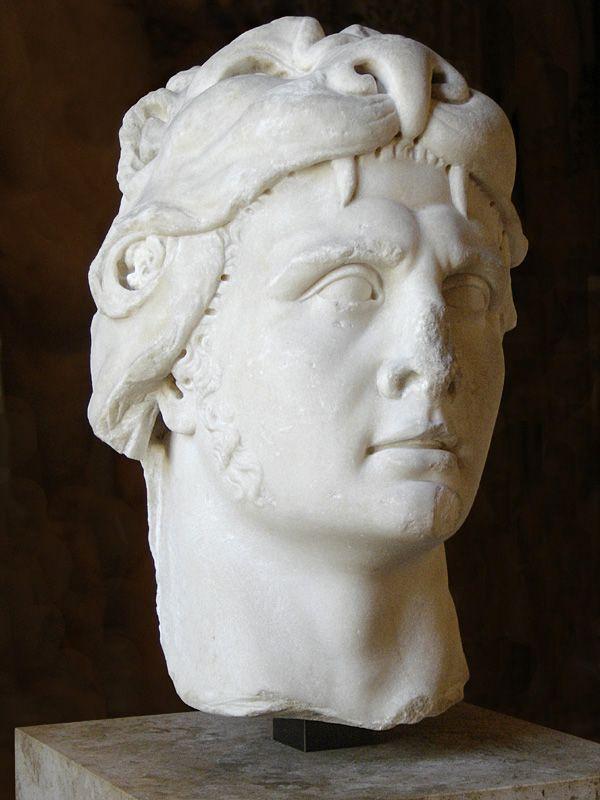 W starożytności przedstawiano go pod postacią Herculesa, co miało symbolizować odwagę i męstwo króla Pontu. W rzeczywistości Mitrydates żył w ciągłym strachu.