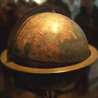 Globus. Fotogtafia autorstwa Martina Behaima, opublikowana na licencji CC BY-SA 2.0 de.