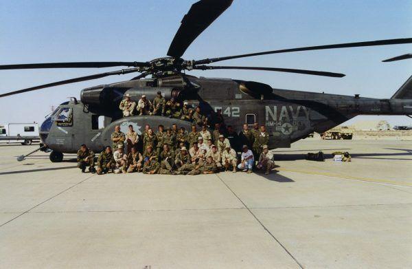 """Podczas wstępnej selekcji z GROM-u odpadało nawet 9 na 10 żołnierzy. Zdjęcie pochodzi z książki Navala pt. """"Zatoka"""" (Bellona 2017)."""