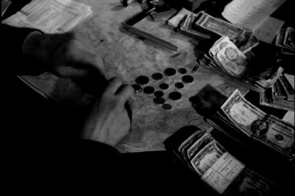 Przy okazji reformy walutowej zabroniono obywatelom posiadania walut obcych, złota oraz platyny. Za złamanie zakazu groziło wieloletnie więzienia, a nawet kara śmierci.