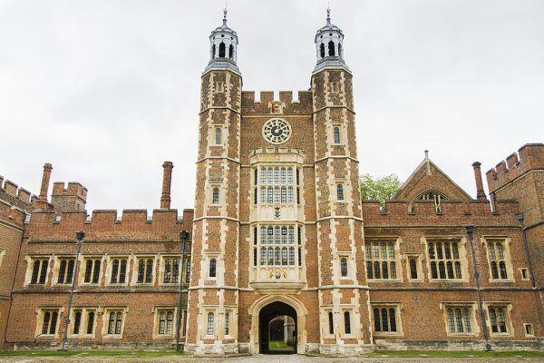 Eton College to jedna z najstarszych w Anglii szkół męskich z internatem. Założona w 1440 roku przez króla Henryka VI uchodziła za jedną z najbardziej prestiżowych w całym kraju.