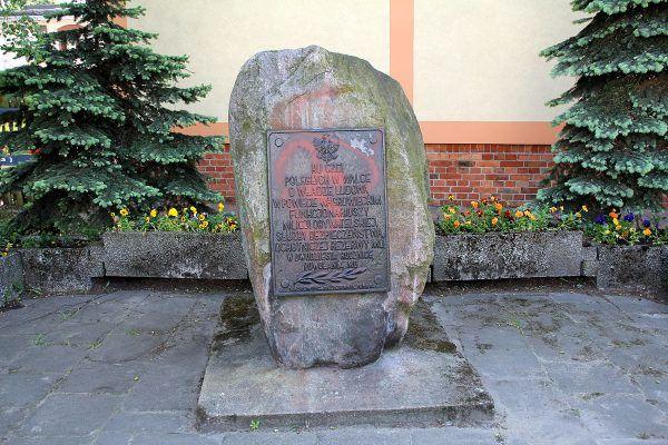 Pomnik poległych w walce o Władzę Ludową funkcjonariuszy Milicji Obywatelskiej i Służby Bezpieczeństwa w Wągrowcu, rozmontowany w 2015 roku.