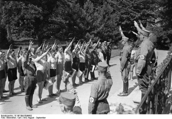 W czasie Nocy Długich Noży doszło do czystki w szeregach SA. Zdjęcie z apelu młodych członków bojówki w 1932 roku.