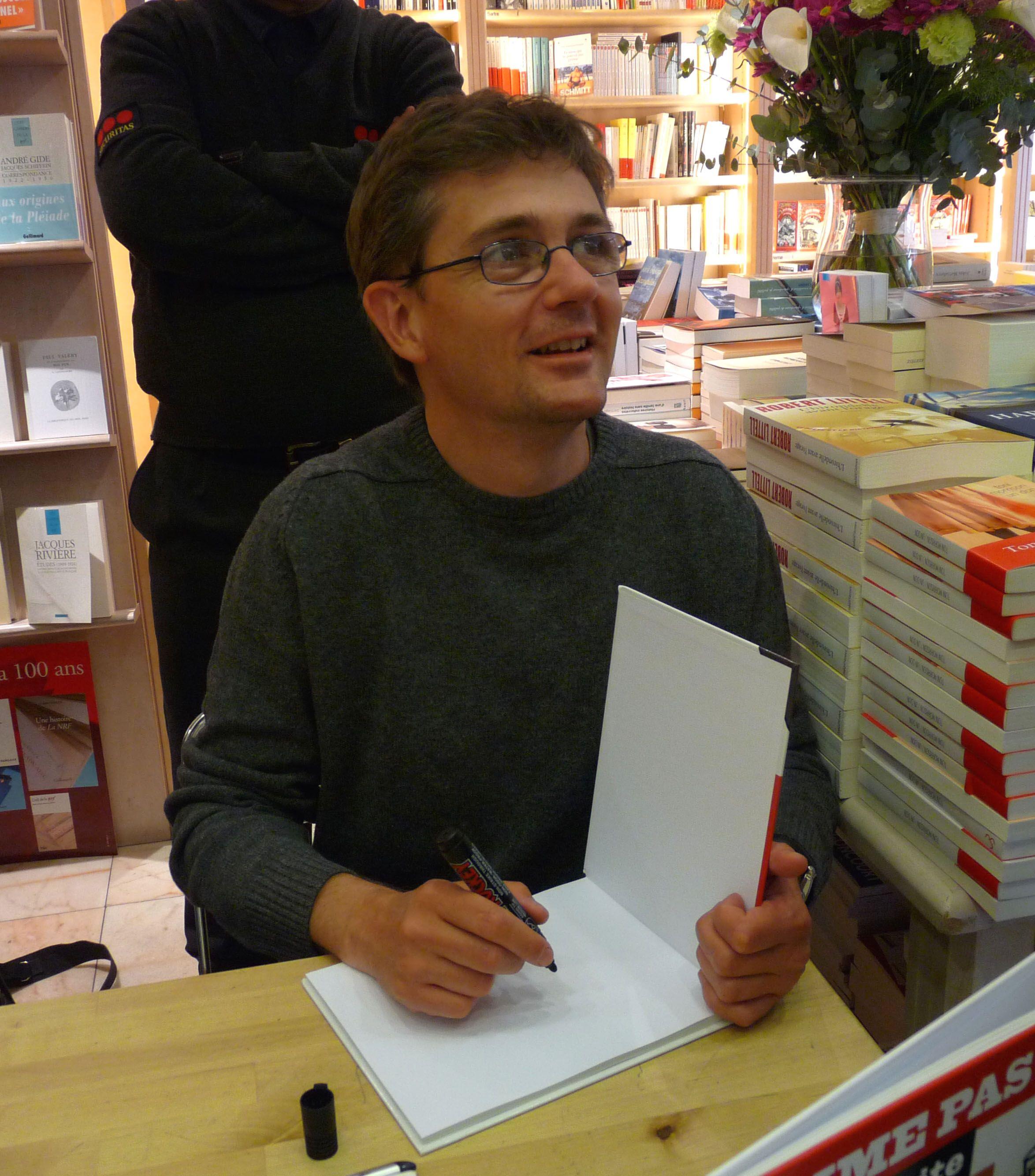 """Stéphane Charbonnier, jeden z rysowników """"Charlie Hebdo"""", który zginął w zamachu. Zdjęcie z 2009 roku."""