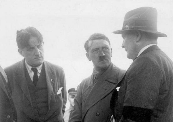 """""""Putzi"""" (po lewej) odpowiadał za kontakty Hitlera z zagranicznymi mediami."""