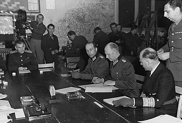 Generaloberst Alfred Jodl zapewne nawet nie podejrzewał w jakim pośpiechu przygotowywano akt kapitulacji III Rzeszy…