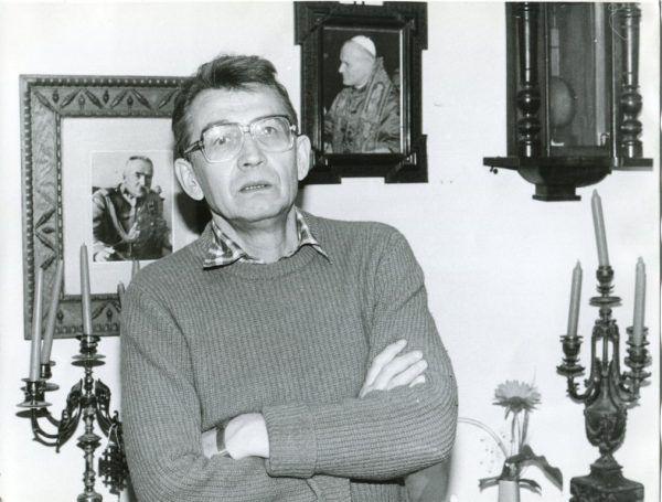 """TW """"Maks"""" próbował za wszelką cenę skłócić środowiska KOR i ROPCiO. Na zdjęciu współzałożyciel ROPCiO i uczestnik rozmów z członkami KORu dotyczących stworzenia wspólnej platformy działania, Leszek Moczulski. Fotografia wykonana pod koniec lat 70. XX wieku."""