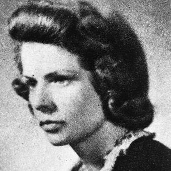 """Leta Elżbieta Ostowska ps. """"Justyna"""". Zdjęcie i podpis pochodzą z książki """"AK 75""""."""