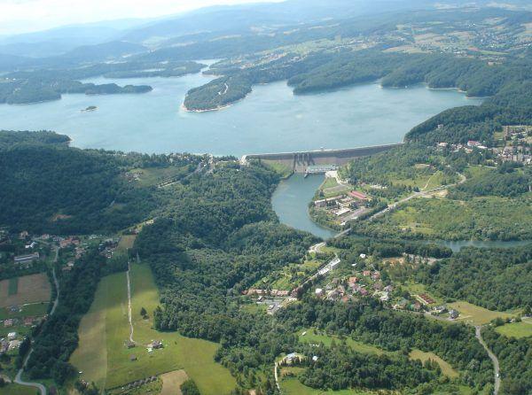 W ramach wymiany Polska otrzymała skrawek Bieszczad, gdzie w latach 60. wybudowano zaporę wodną i sztuczny zbiornik na Solinie.