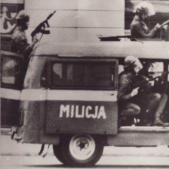 Milicja w okresie stanu wojennego (fot. domena publiczna).