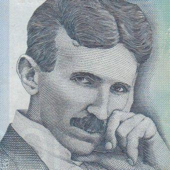 Nikola Tesla na serbskim banknocie 100-dinarowym.