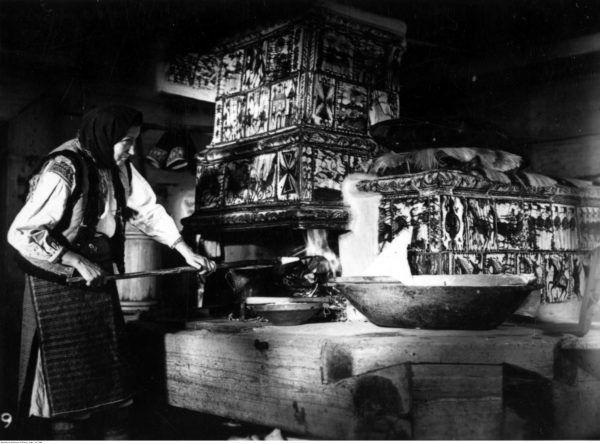 Tradycyjne piece kaflowe zajmowały miejsce, kopciły i brudziły. Nie to co kuchenki elektryczne, które dla wielu były niedostępnym luksusem...