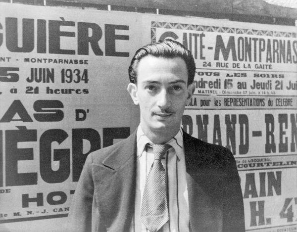 """Na tym portrecie, wykonanym w roku ślubu cywilnego z Galą (1934), Dali wygląda zaskakująco """"normalnie"""". Ale to tylko pozory - już wówczas znano go jako wyjątkowego ekscentryka."""