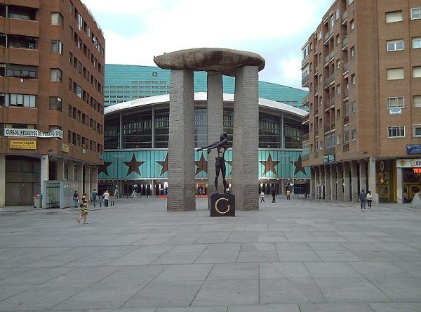 Gala miała rację, spodziewając się, że Dali będzie kiedyś powszechnie znany. W Madrycie istnieje nawet plac imienia artysty.