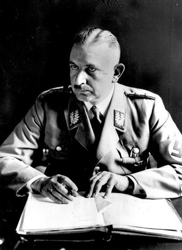 Nazistowski minister edukacji Bernhard Rust miał jasną wizję tego czego powinna uczyć narodowosocjalistyczna szkoła.