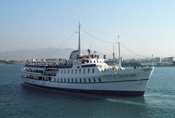 """Grecki statek wycieczkowy """"City of Poros"""" na miesiąc przed atakiem terrorystycznym."""