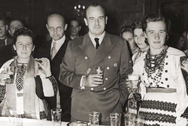 Generalny Gubernator Hans Frank o jasielskiej akcji dowiedział się po czterech dniach. Zdjęcie wykonano około miesiąca później, podczas obchodów dożynek na Wawelu.