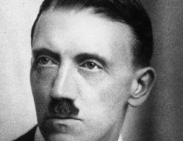 Młody Hitler - komunista? Zdjęcie wykonane między 1920 a 1924 rokiem.
