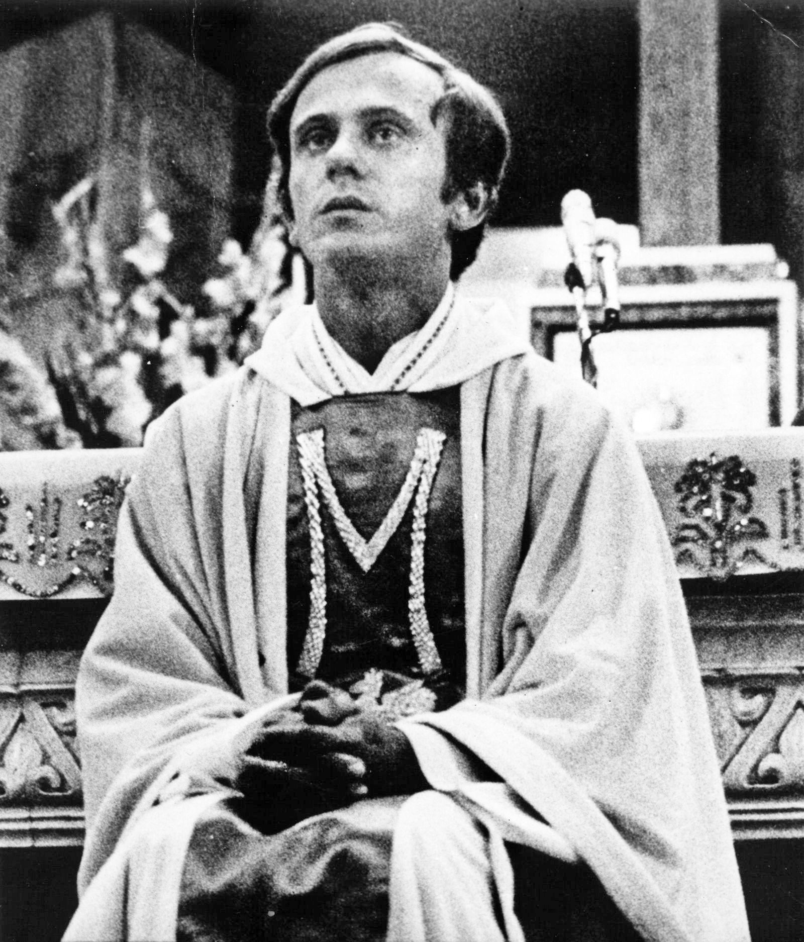 Śmierć księdza Jerzego Popiełuszki wywołała w społeczeństwie wstrząs. To najgłośniejszy, ale nie jedyny przypadek zamordowania osoby duchownej przez służby bezpieczeństwa Polski Ludowej.