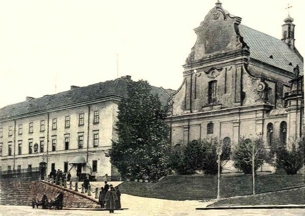 W XVIII wieku jezuickie szkolnictwo w Polsce przeżywało ogromny kryzys. Na ilustracji kolegium tego zakonu we Lwowie, utworzone w 1749 roku.