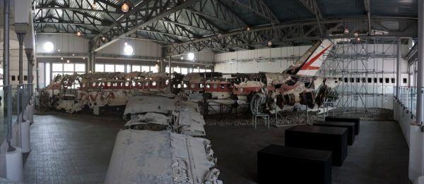 Szczątki samolotu DC-9, który w 1980 roku nad Morzem Tyrreńskim rozerwała eksplozja, złożone we włoskim muzeum.