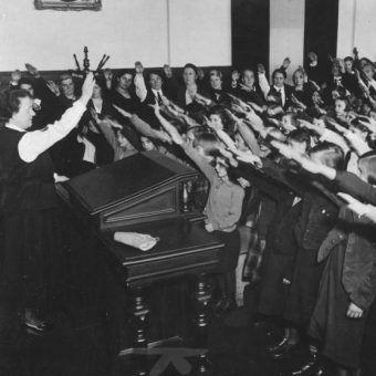 W szkole Hitlera dzieci był wychowywane na idealnych nazistów.