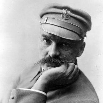 Wydawać by się mogło, że podpisanie aktu ułaskawienie wymaga chwili przemyślenia. Czy Piłsudski zastanowił się chociaż chwilę zanim uniewinnił zbrodniarza, który zamordował kobietę i dwójkę jej dzieci?