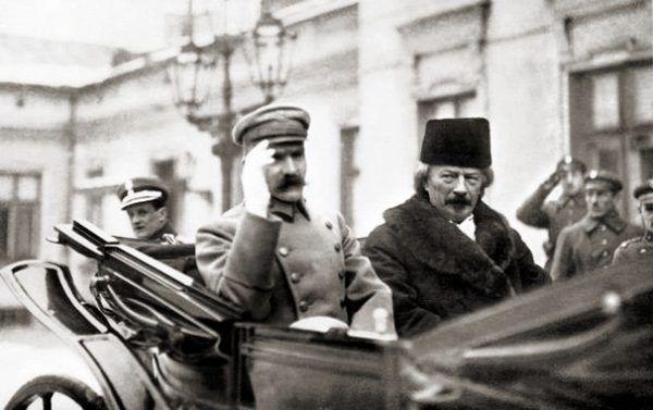 Piłsudski i Paderewski podczas przejażdżki kilka dni po wybuchu powstania wielkopolskiego.