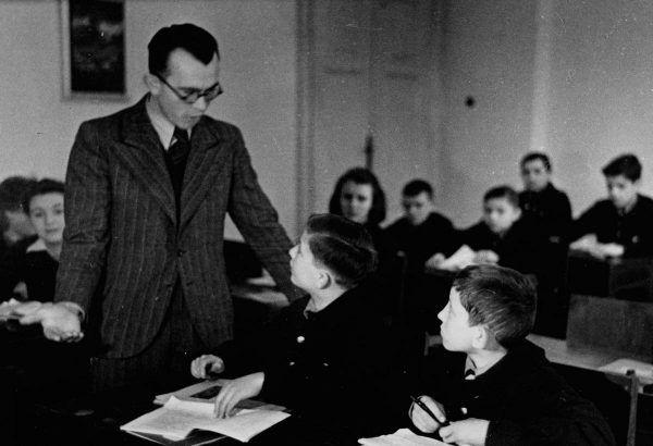 Od uczniów nazistowskich szkół oczekiwano, że umiejętnie zbiją każdy atak wymierzony w godność ich narodu.