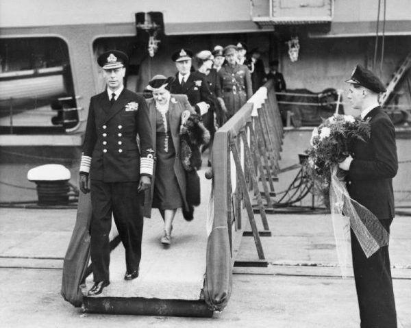 Jerzy VI musiał sobie radzić nie tylko z Hitlerem, ale i z całym tabunem roszczeniowych przywódców państw, którzy schronili się w jego kraju. (fot. domena publiczna)