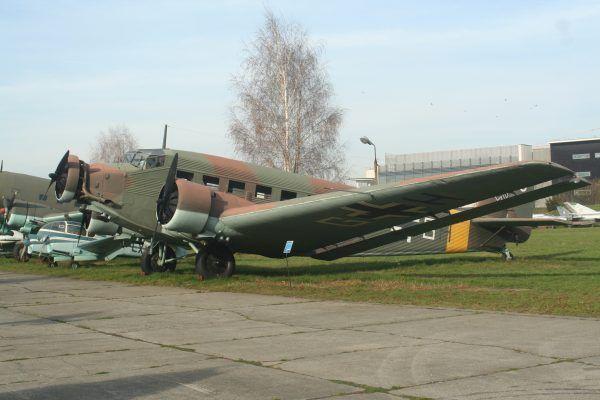 Z lotniska na warszawskich Bielanach startowały samoloty zaopatrujące front wschodni. Na zdjęciu Junkers Ju 52/3m g14e z Muzeum Lotnictwa Polskiego w Krakowie, maszyna podobna do tych, jakie w 1944 roku znajdowały się na Bielanach.
