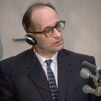 Adolf Eichmann w sądzie podczas izraelskiego procesu w 1961 roku. To wtedy na światło dzienne wyszły wszystkie zbrodnie nazistowskiego oficera. Eichmann nie czuł jednak żadnych wyrzutów sumienia...