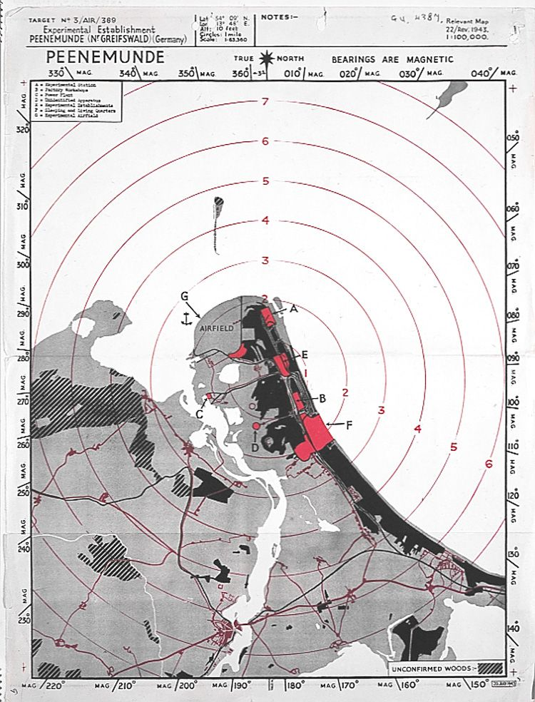 Mapa RAF przedstawiająca cele do zbombardowania w Peenemunde w nocy z 17 na 18 sierpnia 1943 roku. Są one zaznaczone na czerwono i oznaczone od A do G.