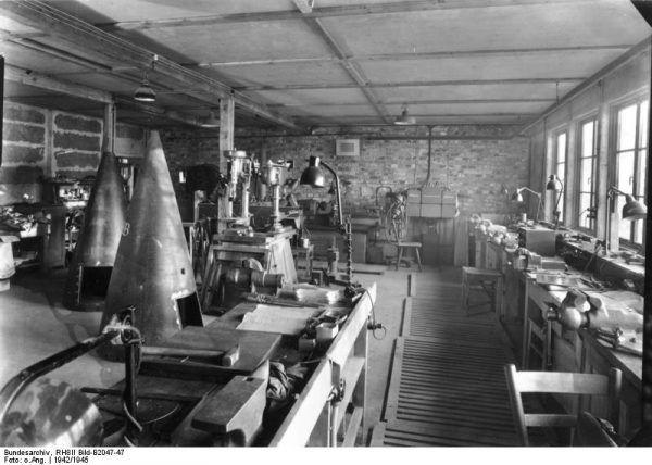 Warsztat produkujący rakiety V-2 w Peenemünde.