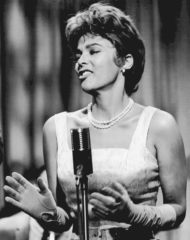 Dorothy Dandridge w roli piosenkarki w 1962 roku.