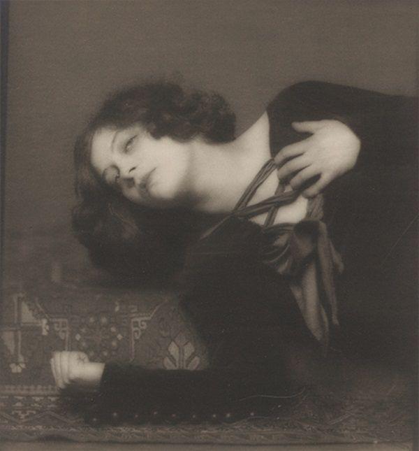 Greta Garbo uwodziła tajemniczością (fot. Henry B. Goodwin, domena publiczna).