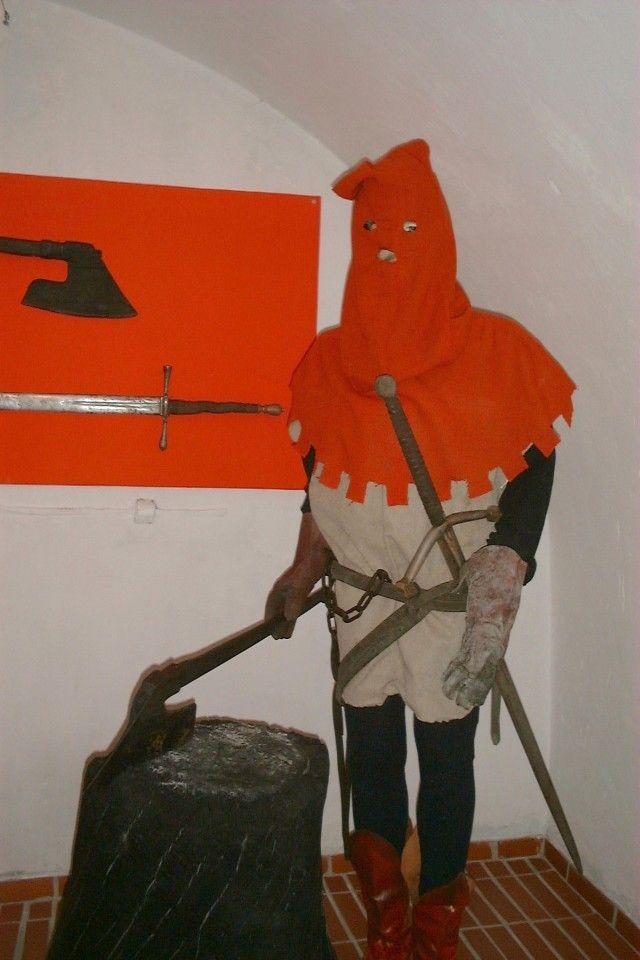Nie wiesz jak zmusić kogoś do przyznania się do winy, której nie popełnił? Poddaj go torturom. Z takiego założenia wychodzili polscy sędziowie Rzeczpospolitej Obojga Narodów. Na zdjęciu figura kata w muzeum tortur w Żywcu.