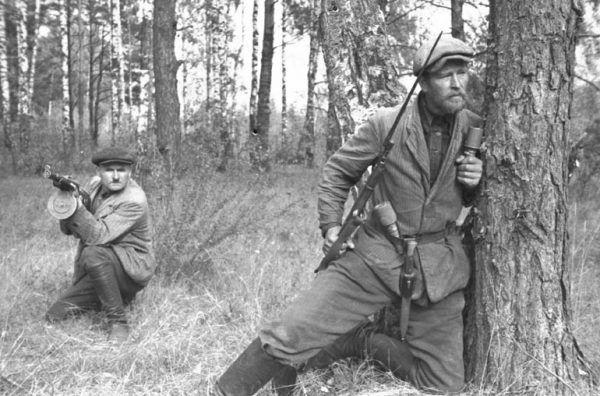 """""""Wyzwalające"""" Polskę sowieckie oddziały partyzanckie dopuściły się wielu zbrodni. Na zdjęciu radzieccy partyzanci na Białorusi w 1943 r."""