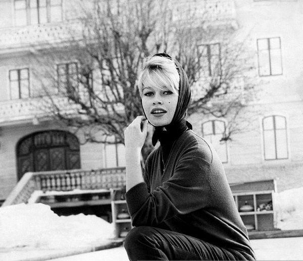 Brigitte Bardot potrafiła oczarować tłumy (fot. domena publiczna).