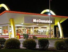 McDonald's w Saugus, w stanie Massachusetts, w Stanach Zjednoczonych (fot. Anthony92931, lic. CC BY-SA 3.0)