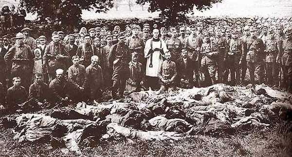 Polscy jeńcy zamordowani przez bolszewików.